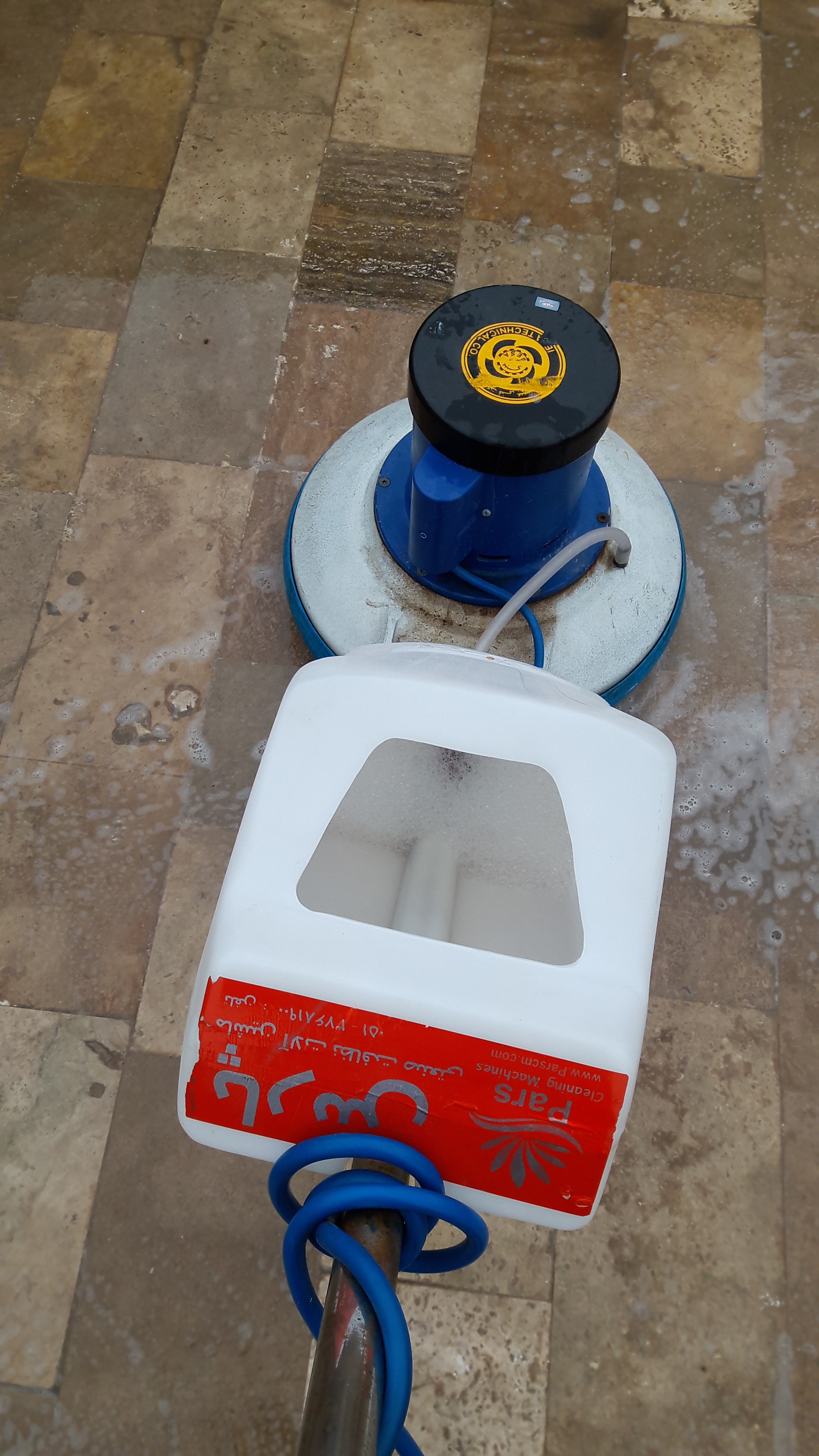 آبکشی کف با دستگاه